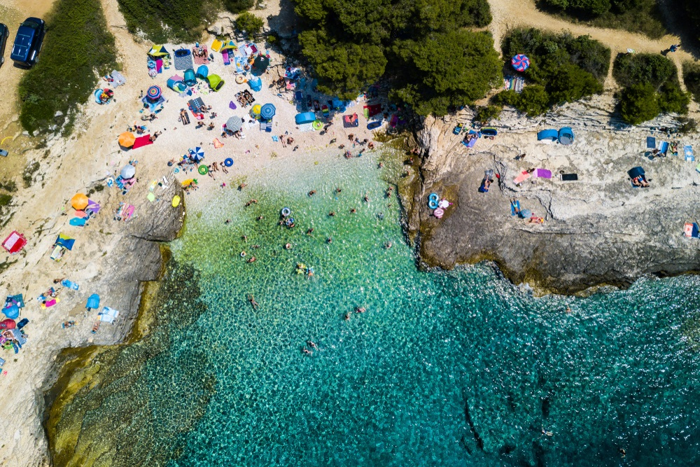 Kamenjak Njive strand in de buurt van Premantura, Istrië, Kroatië.