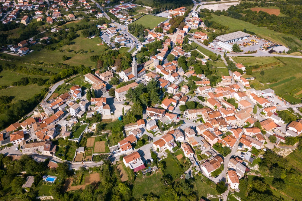 Luchtfoto van Zminj, Istrië, Kroatië.